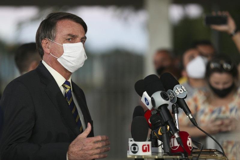 Bolsonaro diz que Petrobras trabalha para acionistas e cogita privatização