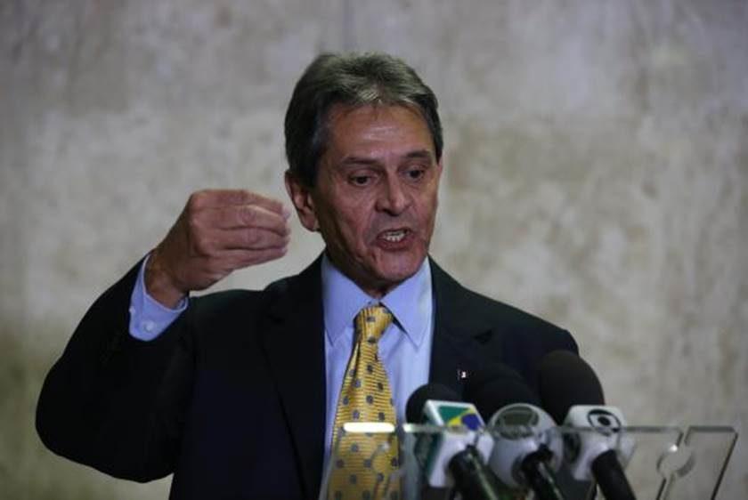 Roberto Jefferson diz que Bolsonaro e Flávio se viciaram em dinheiro público