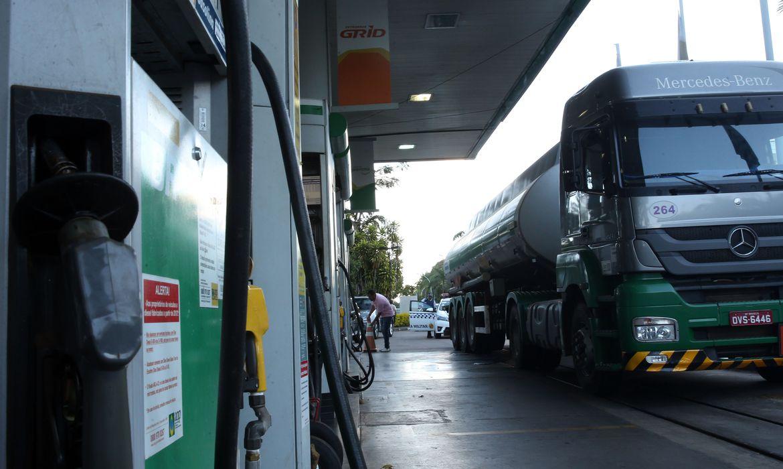 Alta do diesel deve gerar atualização do piso de frete; caminhoneiros podem parar