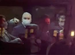 Vídeo: Ministro da Saúde faz gesto obsceno para manifestantes em NY; assista